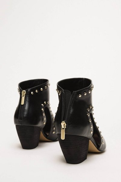 Botines TWINSET Con Cut Out Y Tachuelas 201MCP080